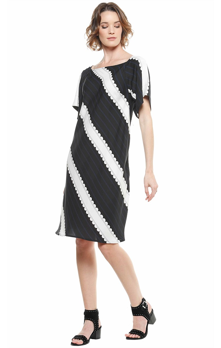 FAIREY FOX LOOSE FIT BOAT-NECK SHIFT TUNIC DRESS IN BLACK WHITE PRINT