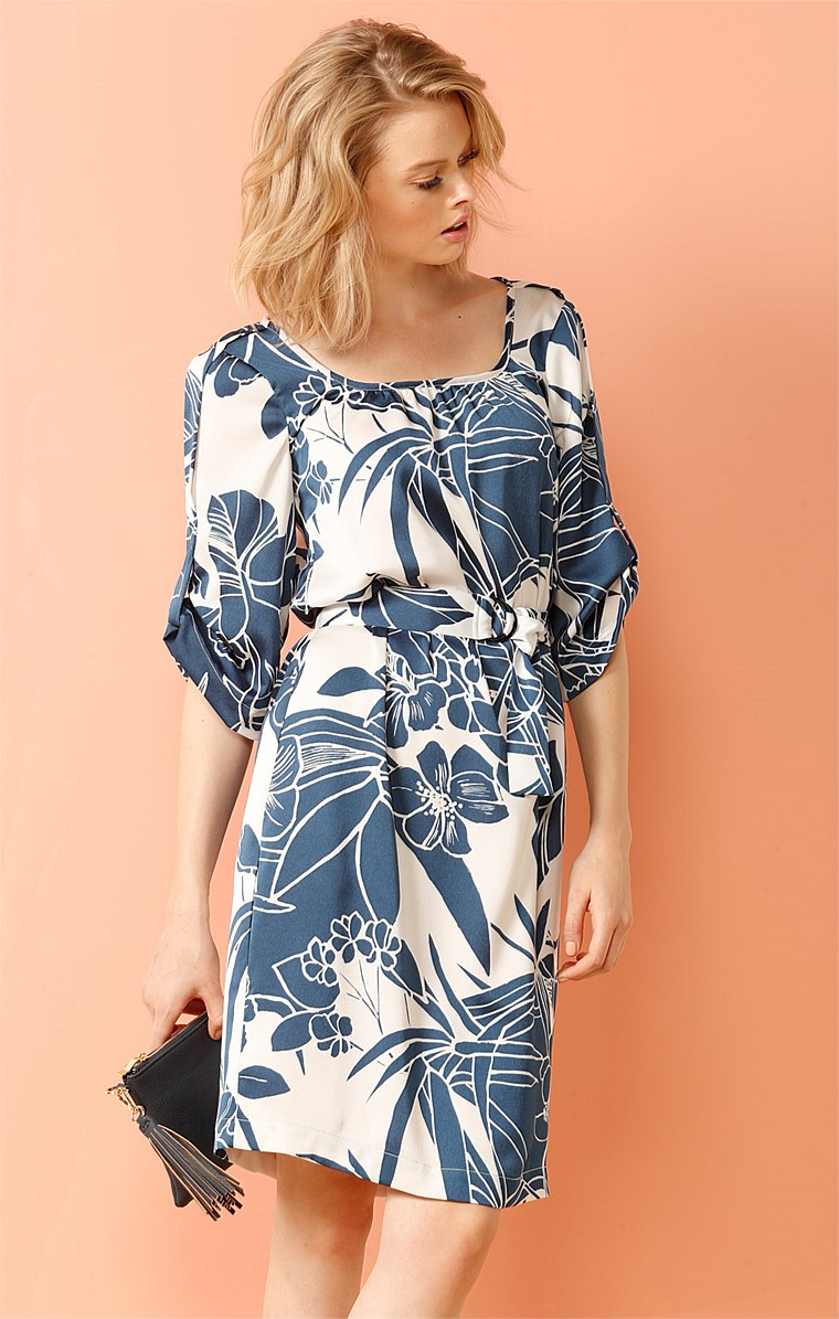 BOW BRIDGE LOOSE FIT SCOOP NECK RUCHED SLEEVE DRESS IN BLUE IVORY FLOWER PRINT