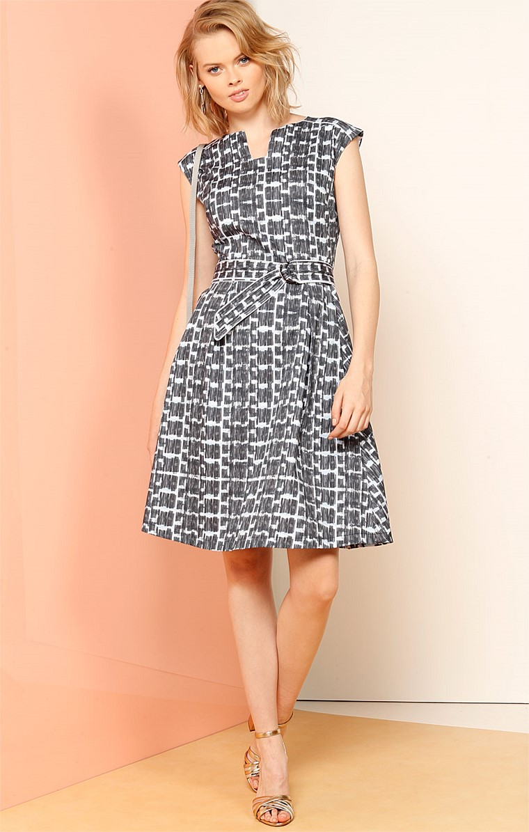 OLMSTEAD FIT AND FLARE KNEE LENGTH A-LINE DRESS IN BLUE CROSSHATCH PRINT