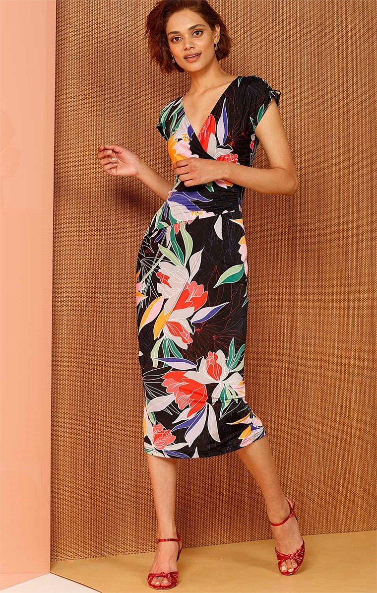 MACHU PICCHU FITTED STRETCH CAP SLEEVE V-NECK PRINTED DRESS IN BLACK FLORAL