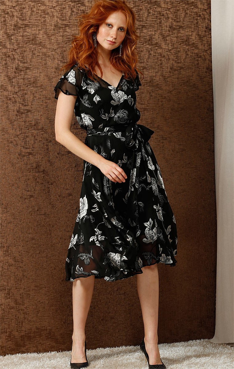 JESSICA FLUTE SLEEVE DROP WAIST A-LINE DRESS IN BLACK SILVER FLOWER