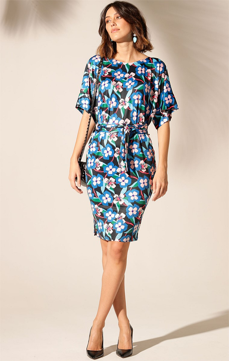 NEW ROCHELLE REVERSIBLE KIMONO SLEEVE V-NECK STRETCH JERSEY DRESS IN ABSTRACT PANSY PRINT