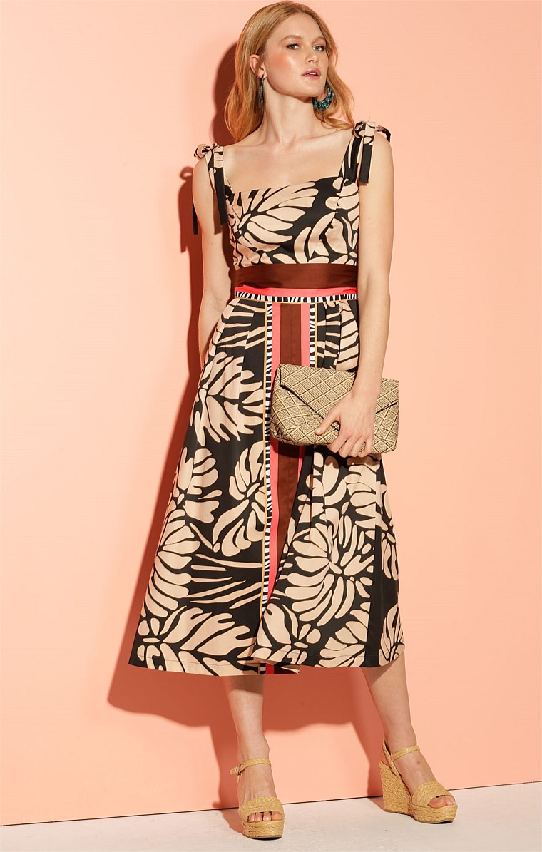 MONTEVERDE COTTON SQUARE-NECK CONVERTIBLE STRAP FIT AND FLARE MIDI DRESS IN BLACK TAN LEAF PRINT