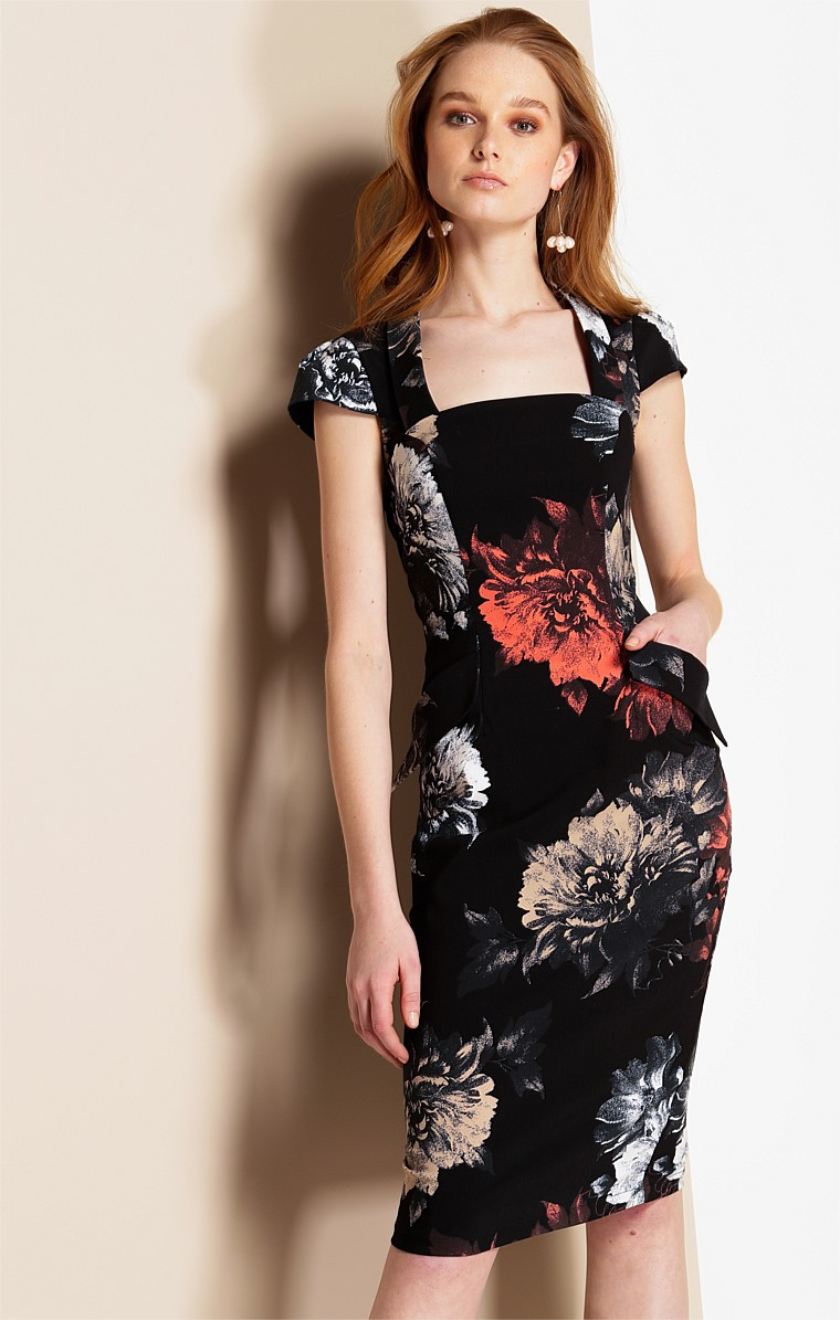 VIOLETTA STRETCH FITTED CAP SLEEVE KNEE LENGTH DRESS IN BLACK CORAL FLOWER PRINT
