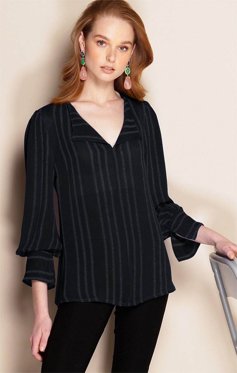 CONSERVATORY LOOSE-FIT LONG SLEEVE V-NECK TOP IN NOIR