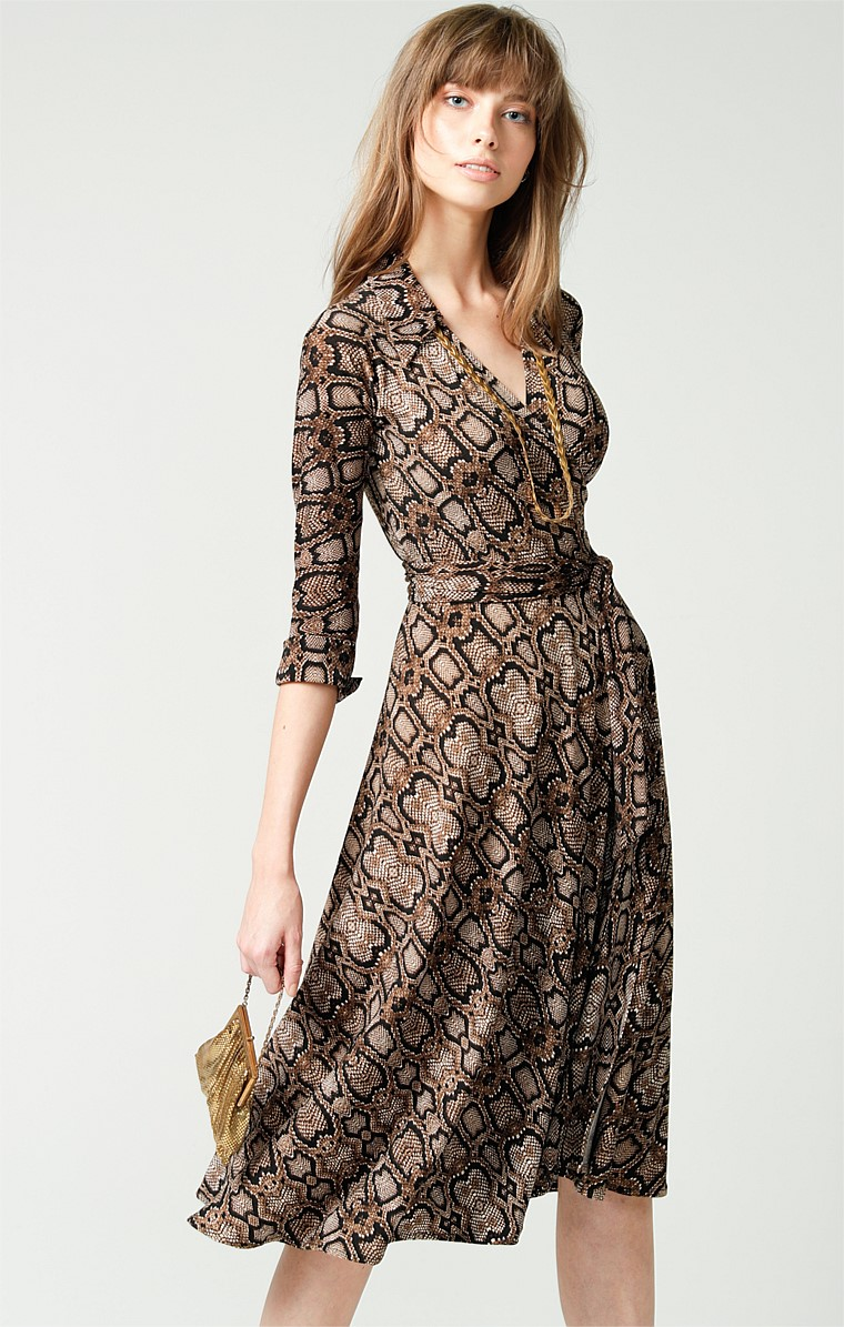 COLLAR 3/4 SLEEVE STRETCH JERSEY V-NECK KNEE LENGTH WRAP DRESS IN SNAKE ANIMAL PRINT