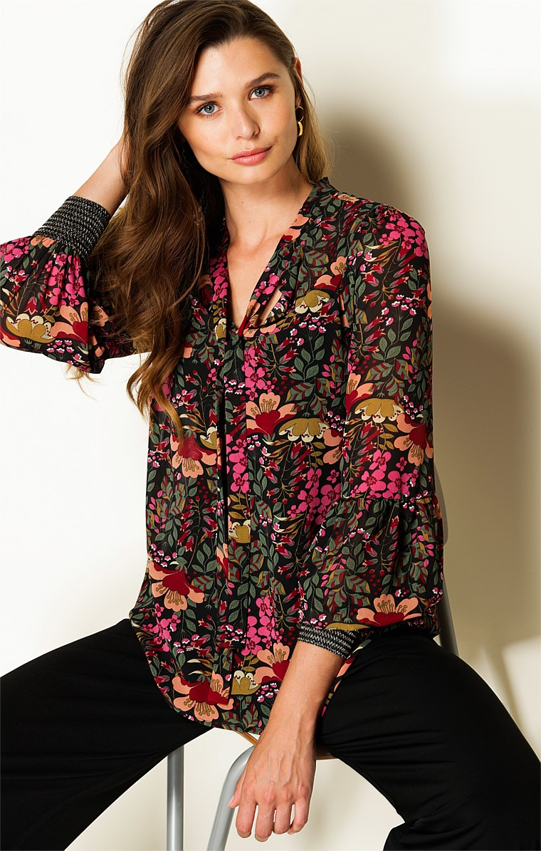 NORMA 3/4 SLEEVE LOOSE FIT HIGH NECK TIE TOP IN BURGUNDY FOREST FLORAL PRINT