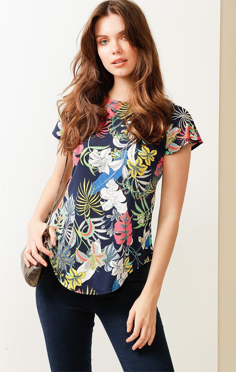 ANALIA LOOSE FIT CAP SLEEVE V-NECK REVERSIBLE TOP IN NAVY TROPICAL PRINT