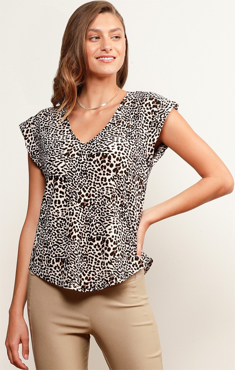 SURFERS PARADISE STRETCH LOOSE-FIT CAP SLEEVE V-NECK TOP IN SUMMER LEOPARD