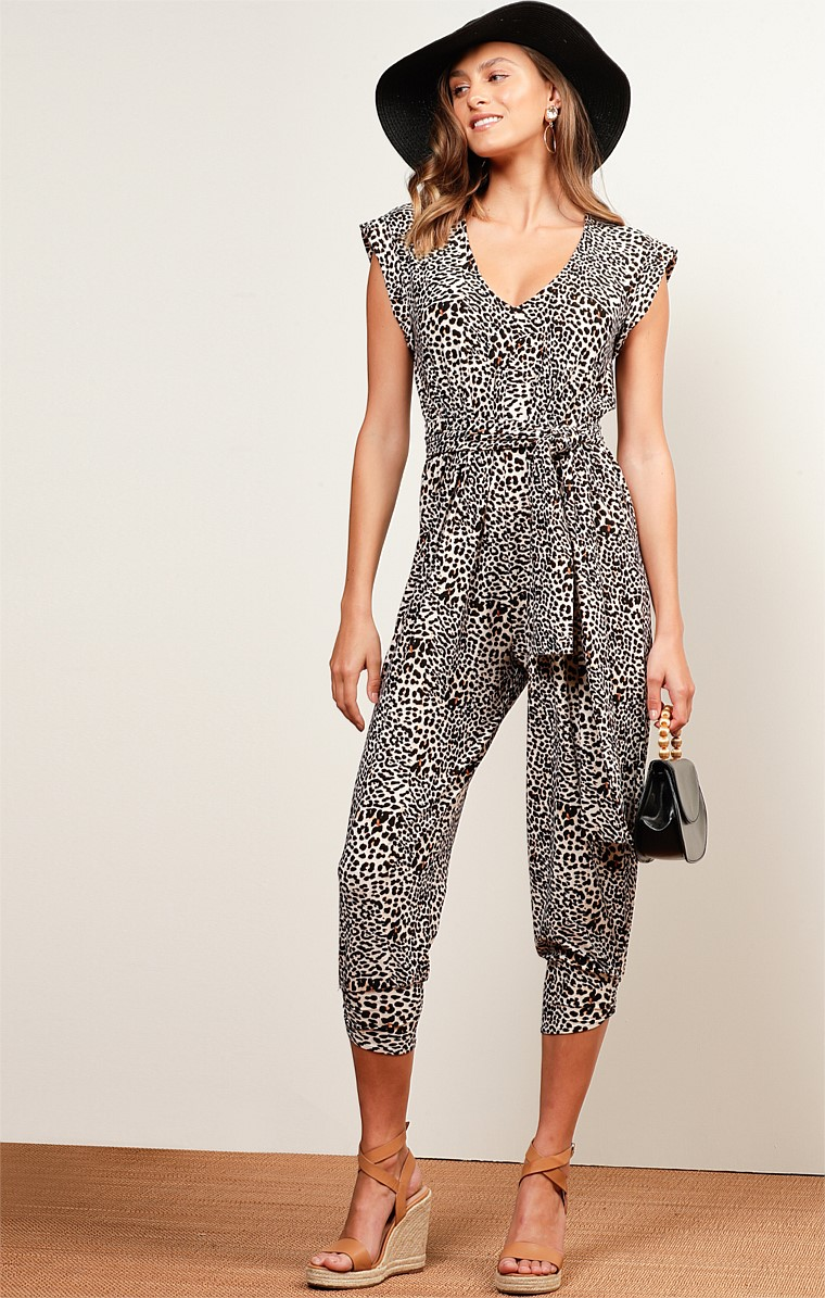 RUNAWAY BAY STRETCH CAP SLEEVE V-NECK JUMPSUIT IN SUMMER LEOPARD PRINT