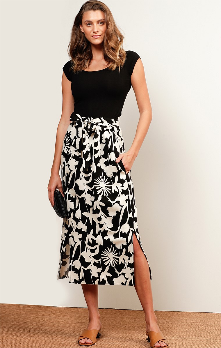 CAPRICORN LINEN ELASTICATED HIGH WAIST A-LINE SKIRT IN EBONY IVORY FLORAL