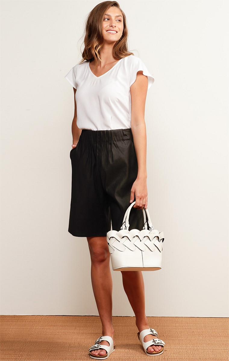 BAYSIDE ELASTICATED WAIST TAILORED SHORT WITH POCKETS IN BLACK LINEN