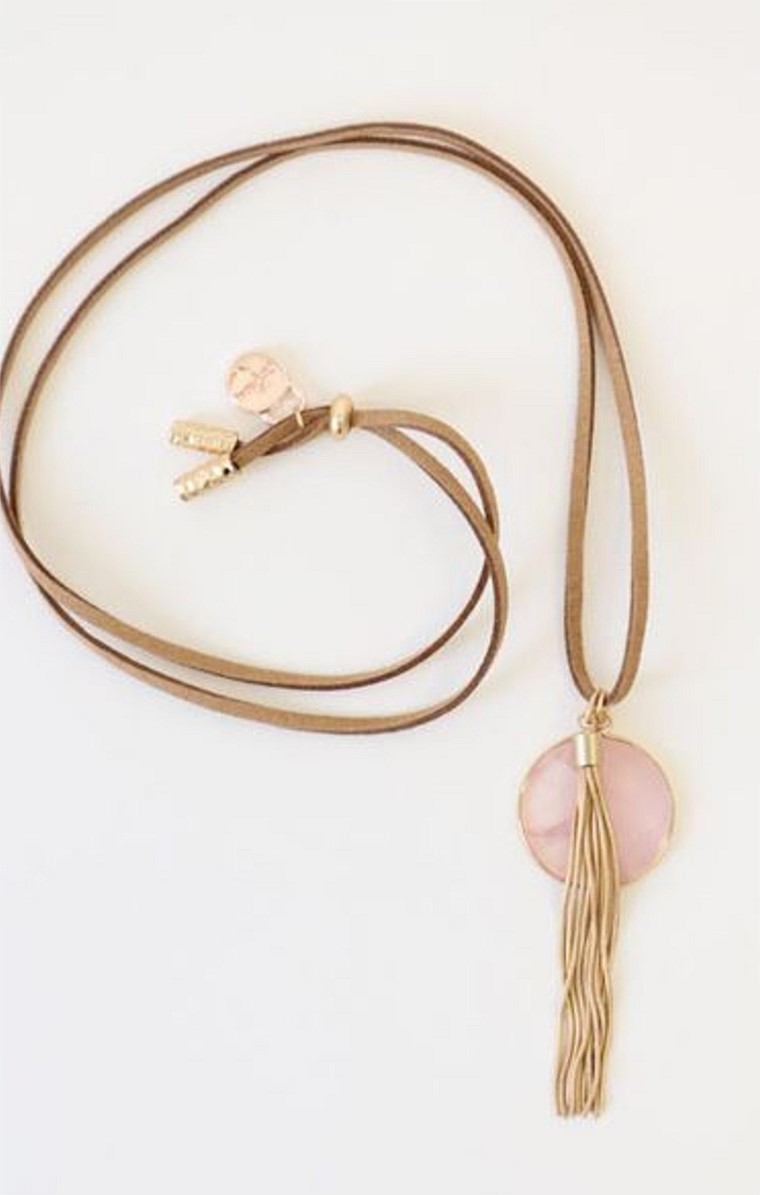 AMAZON DROP LONG NECKLACE IN BLUSH