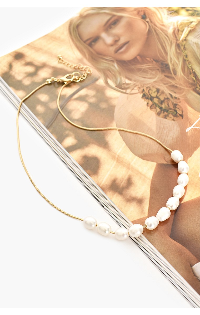 FRESHWATER PEARL FRONT SHORT NECKLACE IN CREAM GOLD