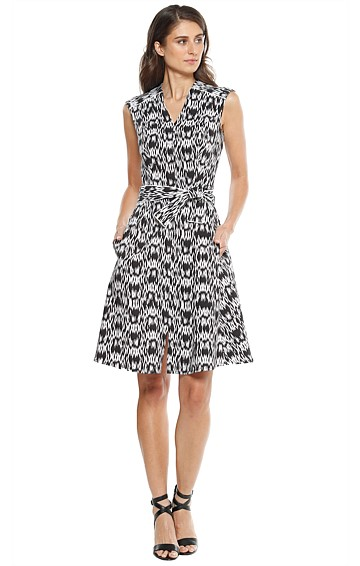 HAYEK FIT AND FLARE SLEEVELESS V-NECK DRESS IN BLACK WHITE CROSSHATCH PRINT
