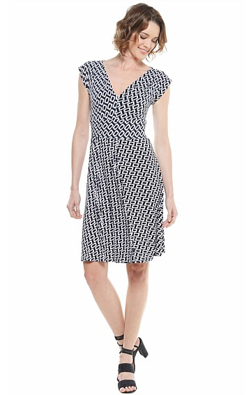 LESSING FIT AND FLARE V-NECK STRETCH JERSEY DRESS IN NAVY WHITE PRINT