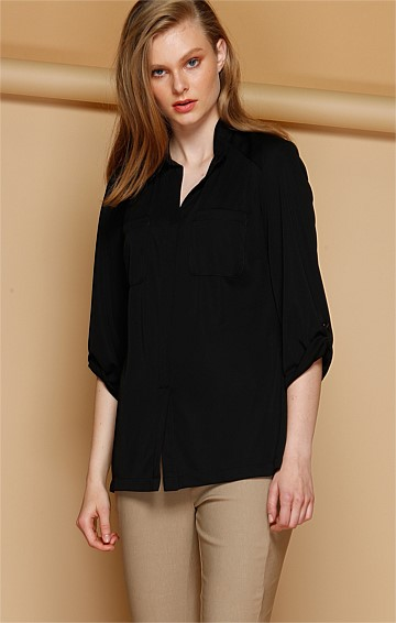 FLUID LOOSE FIT STRETCH JERSEY SHIRT WITH POCKETS IN BLACK