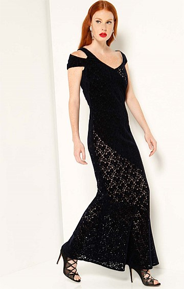 MIRREN LONG FORMAL FISHTAIL CUT OUT SHOULDER FITTED EVENING DRESS IN BLACK LACE