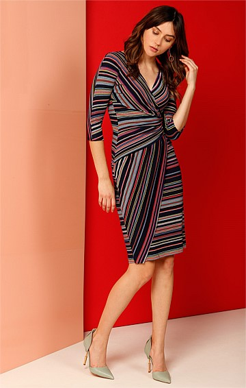 HALLET FAUX WRAP 3/4 SLEEVE V-NECK TEXTURED STRETCH JERSEY DRESS IN MULTI STRIPE PRINT