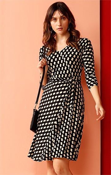 HARLEM MEER FAUX WRAP STRETCH JERSEY 3/4 SLEEVE A-LINE DRESS IN BLACK CREAM PRINT