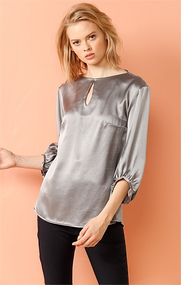 VANDERBILT BISHOP SLEEVE SILK KEYHOLE NECK BLOUSE IN SILVER