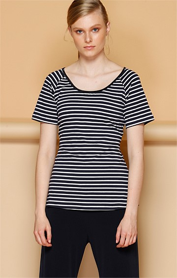SHORT SLEEVE REVERSIBLE STRETCH JERSEY TOP IN NAVY WHITE STRIPE PRINT