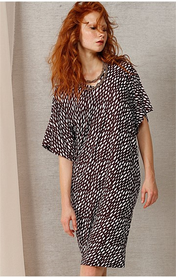 CHRISTINE STRETCH JERSEY KIMONO SLEEVE DRESS IN WHITE CHOC LEAF PRINT