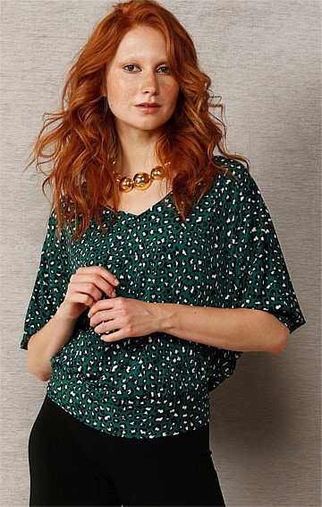 BERTIE LOOSE FIT BATWING STRETCH JERSEY TOP IN EMERALD ANIMAL PRINT