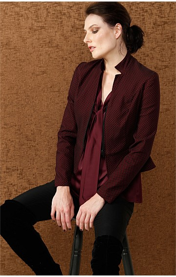 DEBORAH ZIP FRONT PATTERNED STRETCH JACKET IN MERLOT JACQUARD