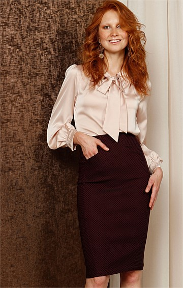 KITA FITTED STRETCH PENCIL SKIRT IN MERLOT JACQUARD