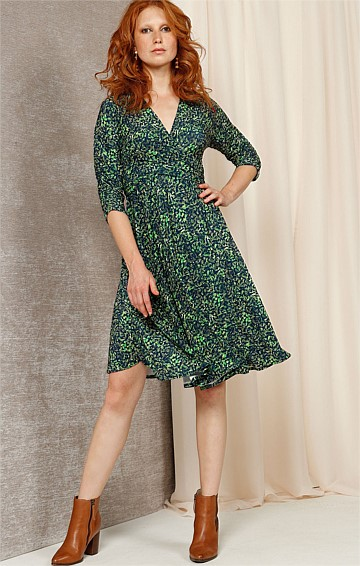 VERA 3/4 SLEEVE V-NECK A-LINE DRESS IN GREEN NAVY ABSTRACT PRINT