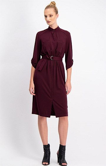 FLUID LOOSE FIT STRETCH JERSEY SHIRTMAKER DRESS WITH POCKETS IN BLACK CHERRY