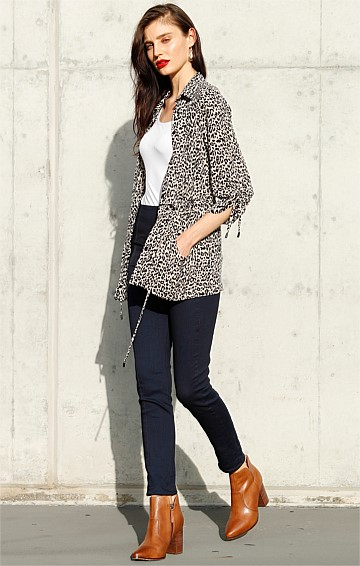 BORN TO RUN LOOSE-FIT ADJUSTABLE BUTTONED SHIRT IN TAUPE LEOPARD PRINT