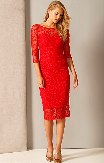 PRIMROSE 3/4 SLEEVE FITTED SWEETHEART EMBROIDERED LACE DRESS IN RASPBERRY LACE