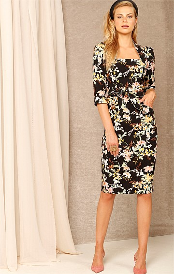 WALKING ON SUNSHINE SQUARE-NECK 3/4 SLEEVE KNEE-LENGTH DRESS IN BLACK FLORAL PRINT