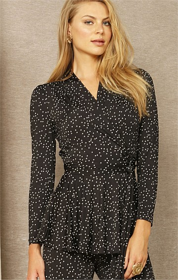 CLIMB EVERY MOUNTAIN STRETCH LONG SLEEVE V-NECK WRAP TUNIC IN BLACK WHITE SPOT PRINT
