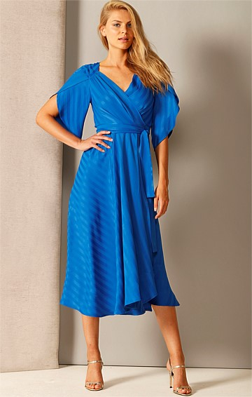 BRING THE HEAT V-NECK A-LINE SPLIT SLEEVE MIDI WRAP DRESS IN COBALT SELF STRIPE