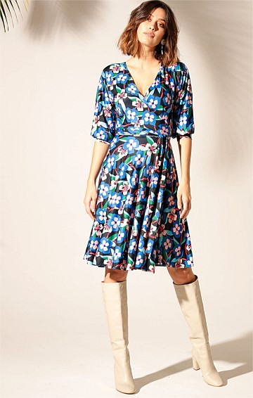 CEDAR RIVER 3/4 SLEEVE REVERSIBLE KNEE-LENGTH JERSEY WRAP DRESS IN ABSTRACT PANSY PRINT