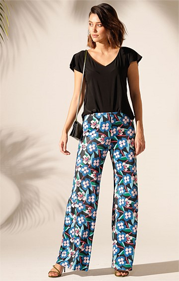 SEAMLESS STRETCH JERSEY WIDE LEG PANT IN ABSTRACT PANSY PRINT