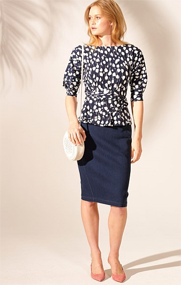 THE ONLY WAY IS UP JERSEY REVERSIBLE 3/4 SLEEVE COWL NECK TIE TOP IN NAVY WHITE FLOWER PRINT