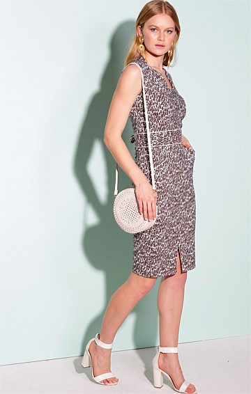NASSAU FITTED STRETCH BENGALINE V-NECK KNEE-LENGTH DRESS IN BROWN WHITE LEAF PRINT