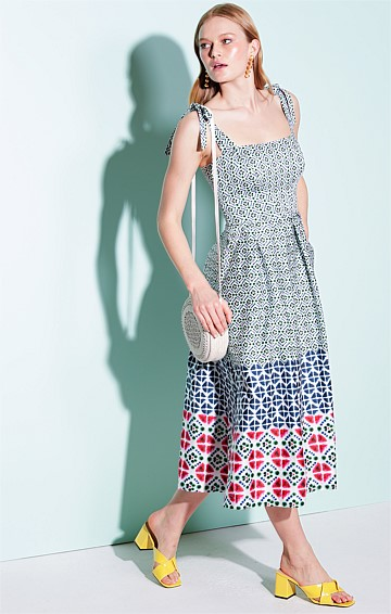 VASEUX COTTON SQUARE-NECK CONVERTIBLE STRAP FIT AND FLARE MIDI DRESS IN TIE DYE DIAMOND PRINT
