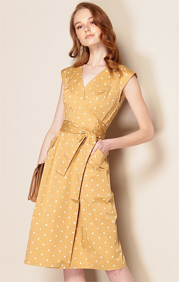 ARISTOTLE COTTON V-NECK CAP SLEEVE A-LINE MIDI WRAP DRESS IN TAN SPOT