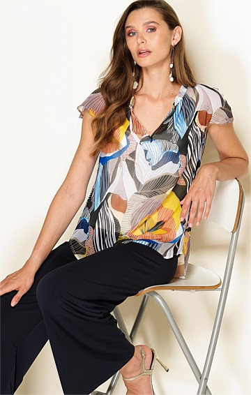 ATHENS CAP SLEEVE V-NECK TOP IN MULTI ABSTRACT LEAF