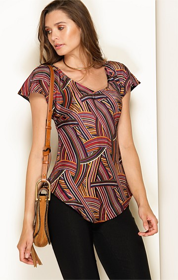 BOLENA LOOSE FIT V-NECK CAP SLEEVE BLOUSE TOP IN PLUM MULTI PRINT