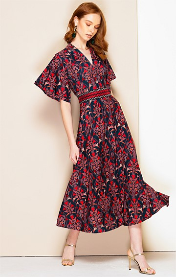 MEDEA STRETCH JERSEY FLUTED CAP SLEEVE V-NECK A-LINE MIDI DRESS IN ART DECO PRINT