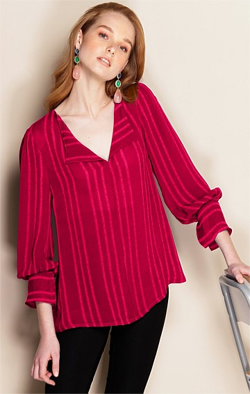 CONSERVATORY LOOSE-FIT LONG SLEEVE V-NECK TOP IN RASPBERRY