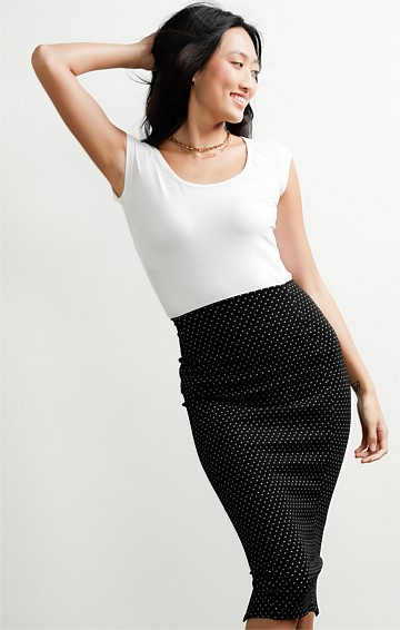 PENCIL KNEE LENGTH TEXTURED SLIM FIT PULL ON SKIRT IN BLACK WHITE SPOT