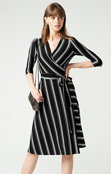 CLASSIC 3/4 SLEEVE STRETCH JERSEY V-NECK KNEE LENGTH WRAP DRESS IN BLACK WHITE STRIPE