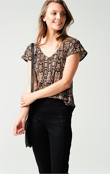 ANALIA LOOSE FIT CAP SLEEVE V-NECK REVERSIBLE TOP IN SNAKE ANIMAL PRINT